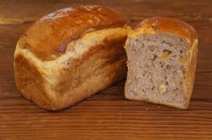 紫芋の食パン